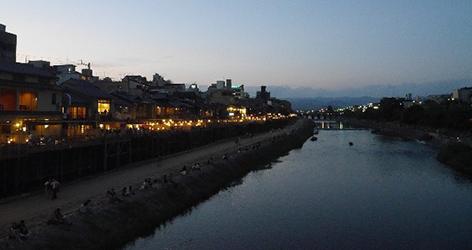 京都鴨川四条大橋