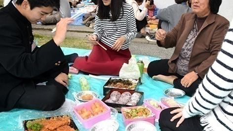 宮古島・高校入試の「お弁当タイム」風景